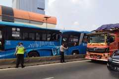 Polisi gelar olah TKP tabrakan TransJakarta